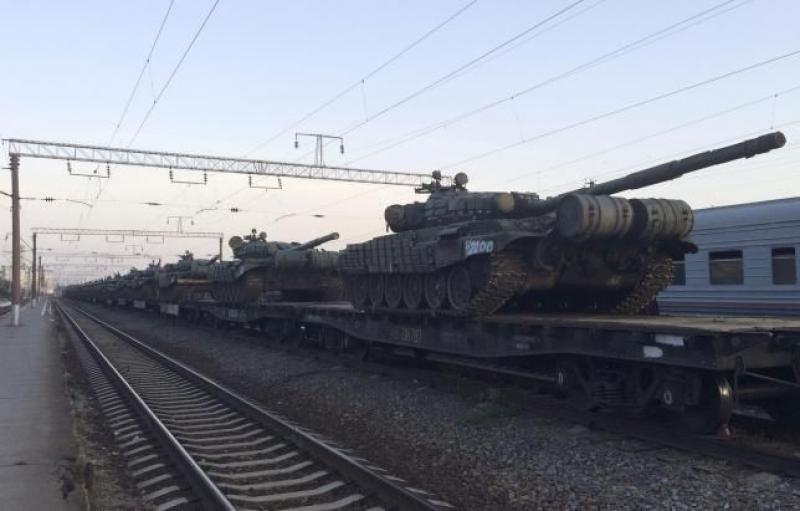 Русия струпва войски на границата с Украйна