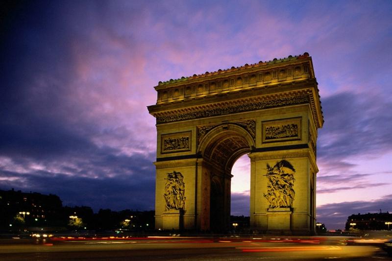 Напускат ли младите Франция?
