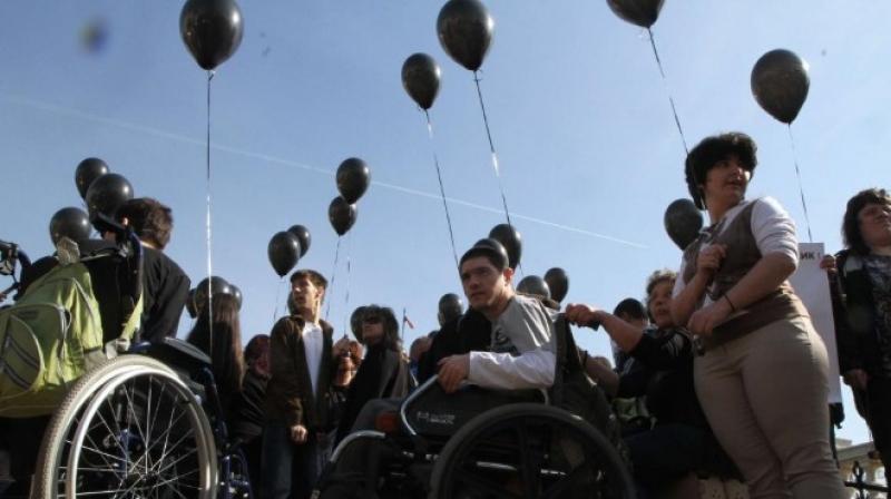 Майките на деца с увреждания искат оставката на Валери Симеонов