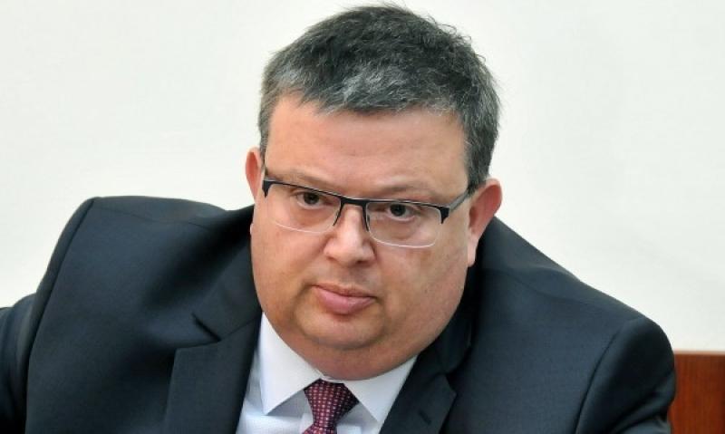 Цацаров: Евродокладът срути опорните точки на Лозан Панов